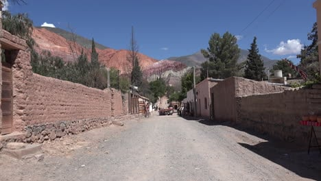 Argentina-Purmamarca-street-and-seven-colors-hill