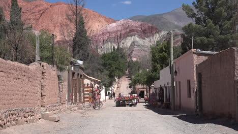 Argentina-Purmamarca-zooms-on-market-cart
