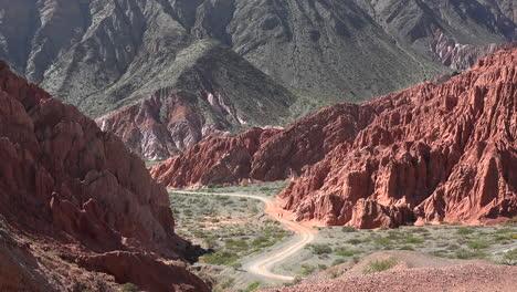 Argentina-Carretera-Curva-Hacia-Abajo-En-El-Valle-Acercar
