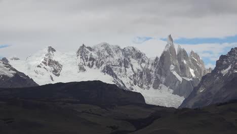 Argentina-morning-view-of-Cerro-Torre