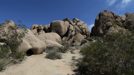 Joshua-Tree-National-Park-California-jumbled-rock-view