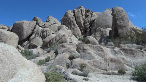 Joshua-Tree-National-Park-California-rounded-rocks