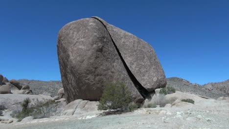 Joshua-Tree-National-Park-California-split-rock