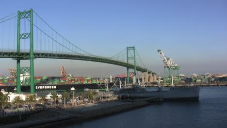 Los-Angelos-California-container-ship-in-harbor