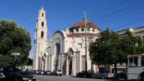 San-Francisco-California-Mission-Dolores-Basílica-Y-Tráfico
