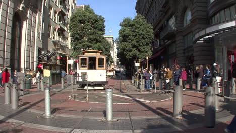 San-Francisco-California-Cable-Car-Betritt-Drehscheibe