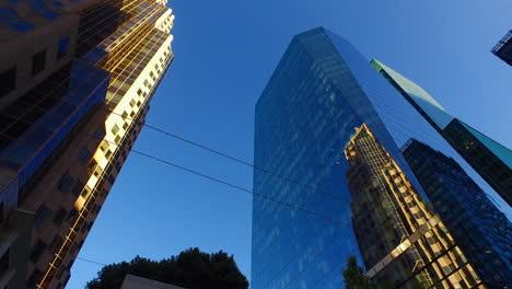 San-Francisco-California-Mirando-La-Parte-Superior-De-Los-Edificios-Altos