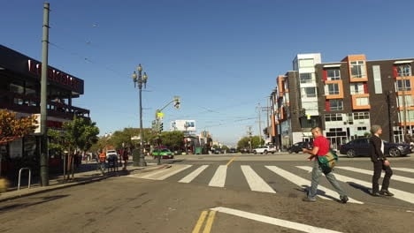 San-Francisco-California-people-crossing-street