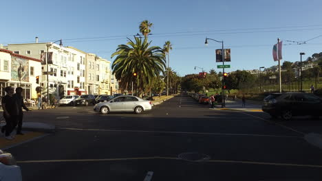 San-Francisco-California-people-crossing-the-street
