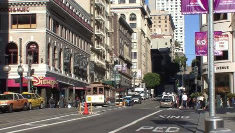 San-Francisco-California-street-with-cable-car