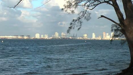 Florida-Miami-Beach-skyline-zoom-out