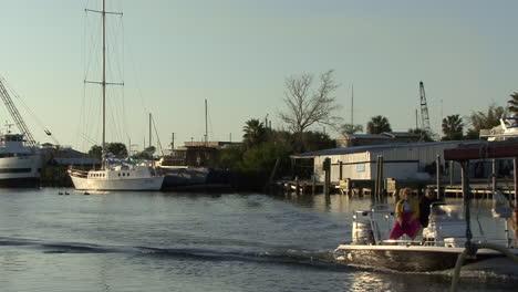 Florida-Tarpon-Springs-Barco-Con-Perros