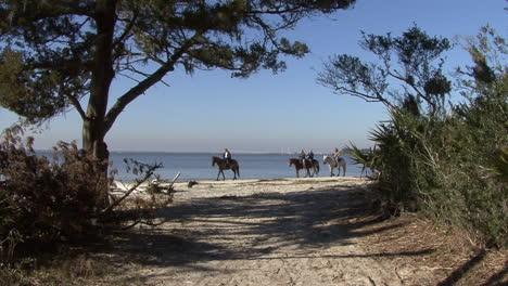 Florida-horseback-riders-on-the-shore