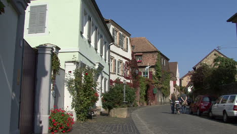 Alemania-Renania-Pfalz-Familia-En-La-Calle-De-La-Aldea