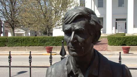 Illinois-Lincoln-head-statue
