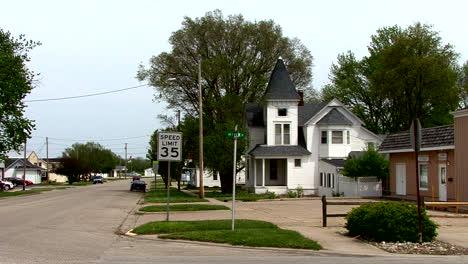 Illinois-Moweaqua-white-house
