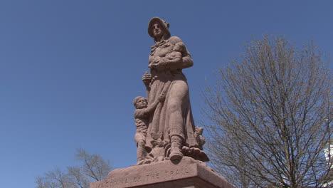 Illinois-Pioneer-Mothers-statue