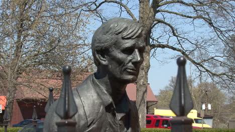 Illinois-Vandalia-Lincoln-face-statue
