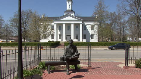 Illinois-Vandalia-Lincoln-statue-and-old-statehouse