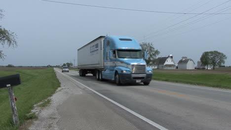 Illinois-Autobahn-Mit-LKW