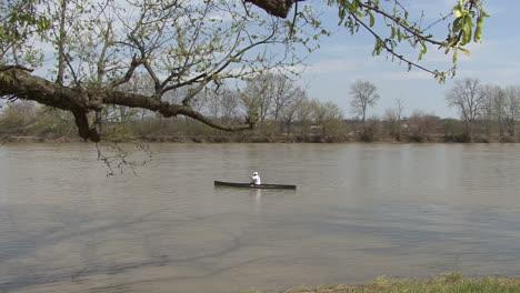 Illinois-small-boat-in-river