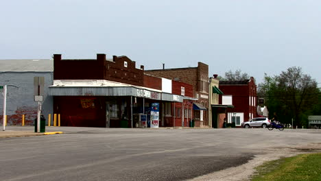 Illinois-small-town-with-bicycles