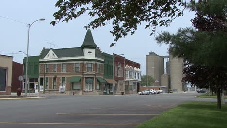 Illinois-small-town-with-silos