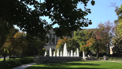 Illinois-statehouse-Springfield-fountain-lawn