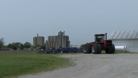 Illinois-tractor-by-silos