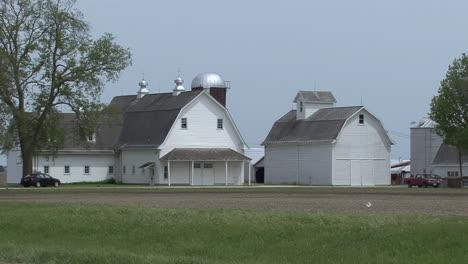 Illinois-white-barn