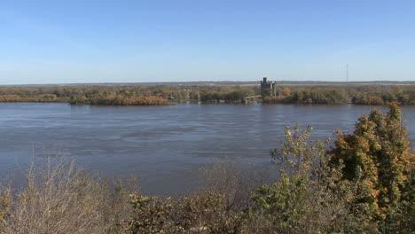 Iowa-Burlington-looking-across-river