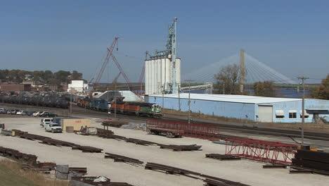 Yardas-Ferroviarias-De-Iowa-Burlington-Con-Tren