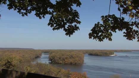 Iowa-Burlington-river-and-islands