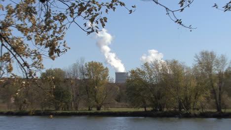 Iowa-Burlington-zooms-to-smokestacks