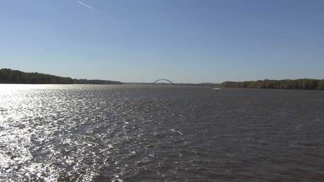 Iowa-Mississippi-Fluss-Mit-Brücke