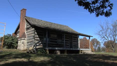 Iowa-log-cabin-Crapo-park-Burlington