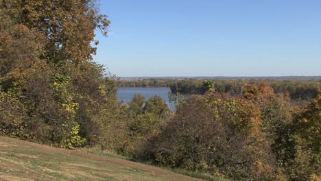 Iowa-view-of-Mississippi-in-fall