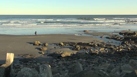 Maine-York-Beach-Mit-Frau-Zu-Fuß