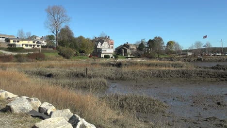 Maine-mudflat-and-sea-captains-houses-Wiscasset