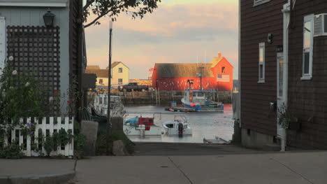 Massachusetts-Rockport-motif-#-1-between-houses
