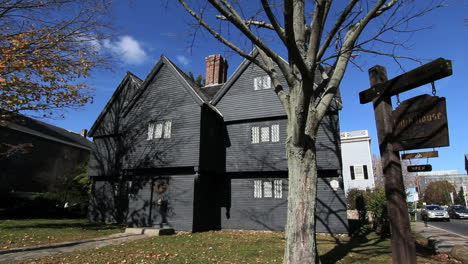Salem-Massachusetts-Witch-s-House-with-sign