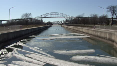Michigan-Sault-Ste-Marie-ice-on-water-in-channel