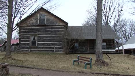 Casa-De-Troncos-De-Michigan