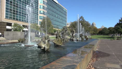 St-Louis-Missouri-fountain-and-buildings