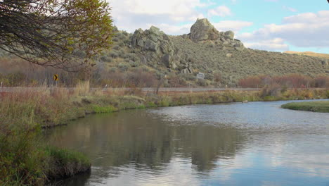 Nevada-Owyhee-River-reflection-of-mountain