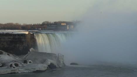 New-York-Niagara-Falls-Horseshoe-Falls-Mit-Spray