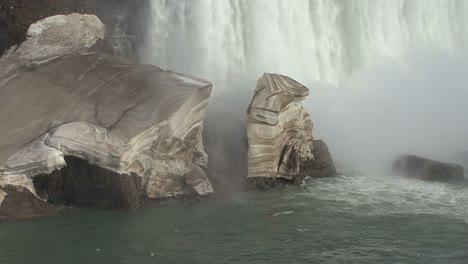 New-York-Niagara-Falls-ice-in-winter