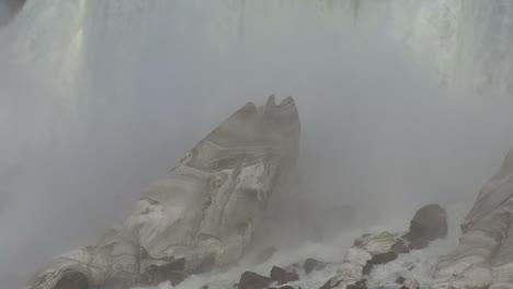 New-York-Niagara-Falls-misty-detail