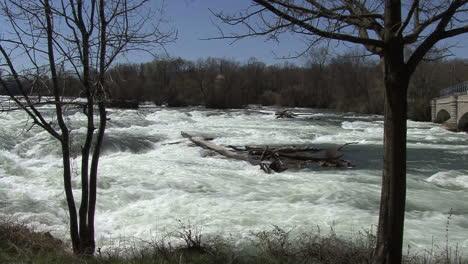 New-York-Niagara-River-above-falls