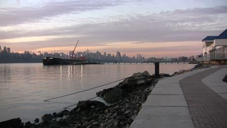 Acera-De-Nueva-York-Por-El-Río-Hudson
